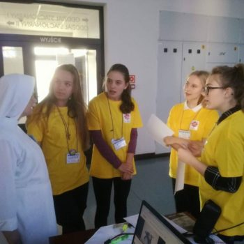 Wolontariuszki z VI LO w Kielcach w krakowskim Hospicjum