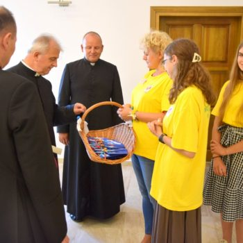 Biskup Jan Piotrowski odwiedził Hospicjum Caritas w Kielcach